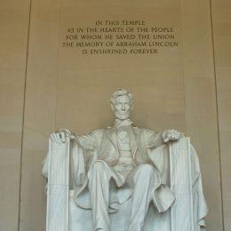 Lincoln Memorial mit der Statue von Präsident Abraham Lincoln